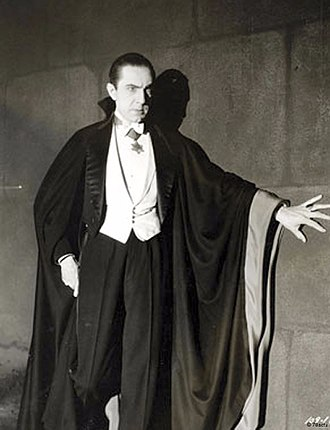 330px-Bela_Lugosi_as_Dracula,_anonymous_photograph_from_1931,_Universal_Studios